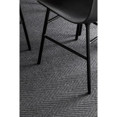 Kusový koberec Elsa se vzorem rybí kosti od finské značky VM-Carpet z vlny a papírového vlákna
