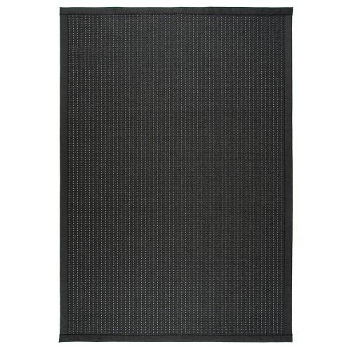 Čierny kusový koberec Valkea z vlny a papierového vlákna od fínskeho výrobcu VM-Carpet