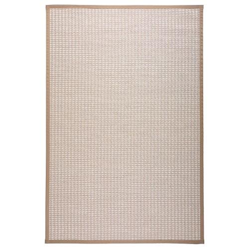 Béžový kusový koberec Kelo pletený z papierového vlákna od fínskej značky VM-Carpet