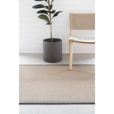 Sivý kusový koberec Sisal z prírodného sisalu od fínskeho výrobcu VM-Carpet