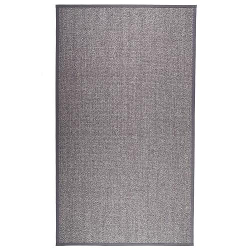 Antracitový kusový koberec Barrakuda z prírodného sisalu od fínskeho výrobcu VM-Carpet