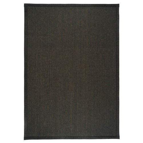 Čierny kusový koberec Esmeralda tkaný z vlny a papierového vlákna od fínskeho výrobcu VM-Carpet
