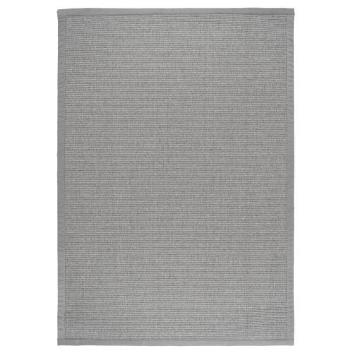 Sivý kusový koberec Esmeralda tkaný z vlny a papierového vlákna od fínskeho výrobcu VM-Carpet