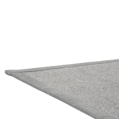 Šedý kusový koberec Esmeralda tkaný z vlny a papírového vlákna od finského výrobce VM-Carpet
