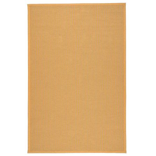 Žltý kusový koberec Lyyra tkaný z bavlny a papierového vlákna od fínskeho výrobcu VM-Carpet