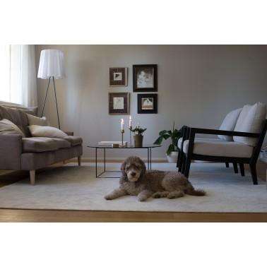 Bílý kusový shaggy koberec z polyamidu Hattara od finského výrobce VM-Carpet